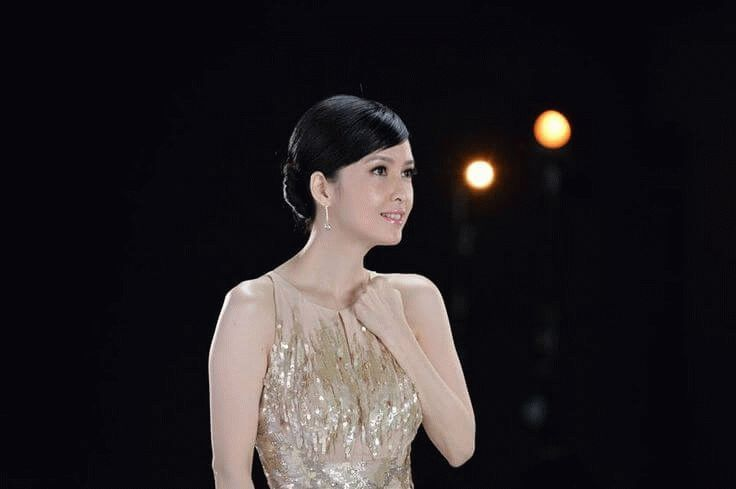 Vivian Chow, Cantonese pop singer actress