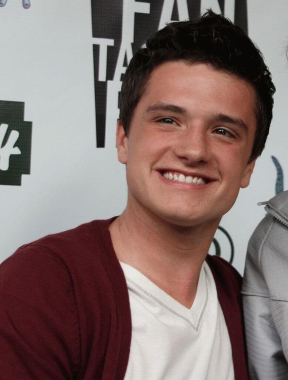 Joshua Ryan  Hutcherson, American actor