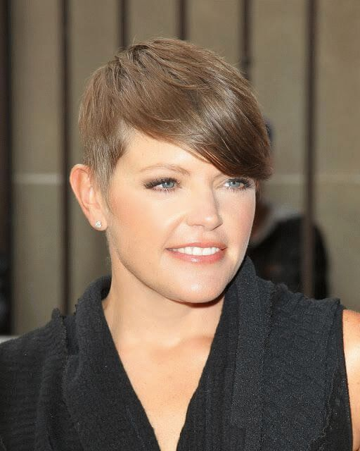 Natalie Louise Maines (Pasdar), American singer-songwriter and activist